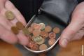 Janvāra beigās pret eiro vēl nebija apmainītas 795 tonnas lata monētu