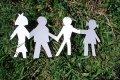 Aptauja: vairums neiebilstu, ka citas kultūras pārstāvis kļūtu par viņu ģimenes locekli