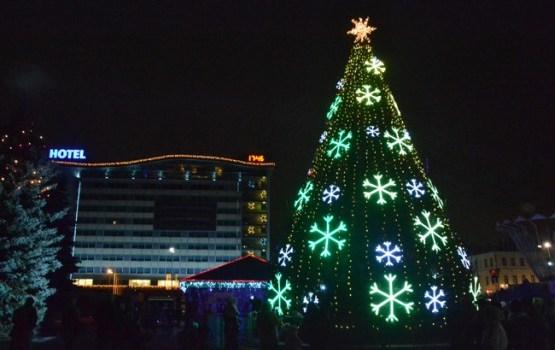 4. decembrī iedegsim pilsētas Ziemassvētku egli Vienības laukumā