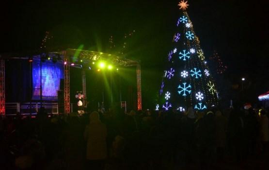 Daugavpils Vienības laukumā šodien iedegs svētku egli