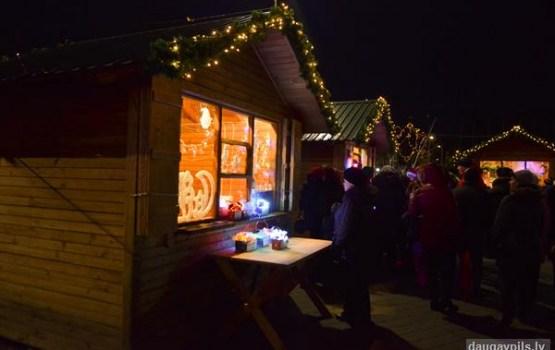 No 14.decembra Vienības laukumā sāk darbu Ziemassvētku tirdziņš