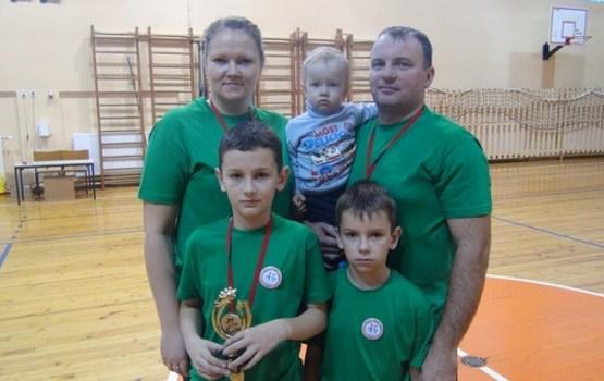 Trešo gadu pēc kārtas par sportiskāko atzīta Rokjānu ģimene