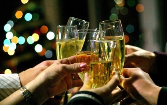 Kā 'pārciest' svētku sezonu, ja esi introverta personība