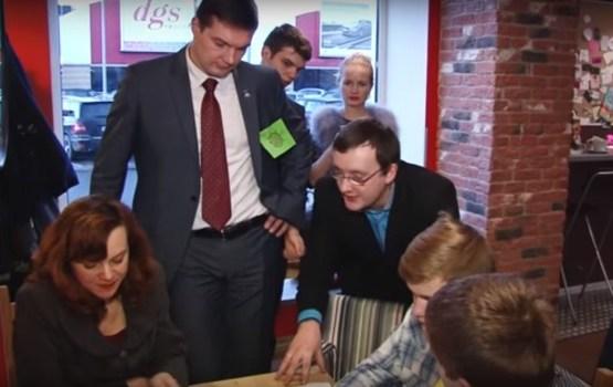 Politiķi tika uzaicināti uz tasi kafijas