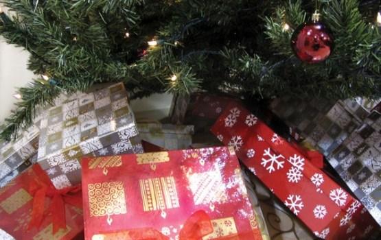 Aptauja: lielākā daļa iedzīvotāju Ziemassvētku dāvanu iegādi neatstāj uz pēdējo brīdi