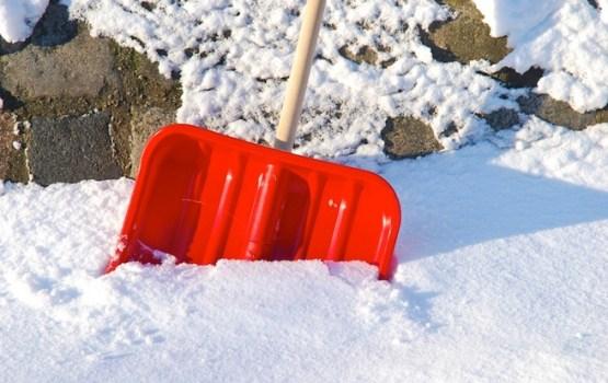 Tirgotāji: spēcīgās snigšanas dēļ būtiski audzis pieprasījums pēc sniega lāpstām