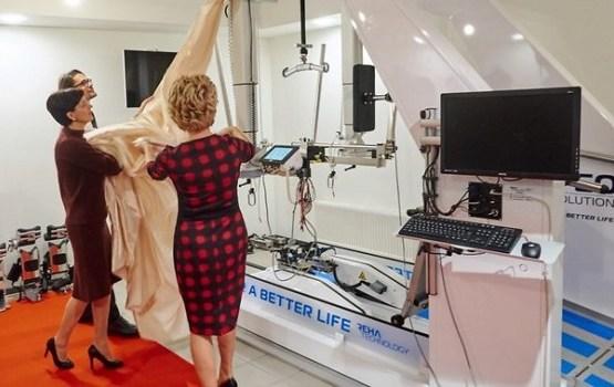 Bērnus ar kustību traucējumiem ārstēs ar unikāla robota palīdzību