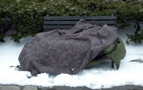 Lielais sals bezpajumtniekiem liek aktīvāk izmantot Nakts patversmes pakalpojumus
