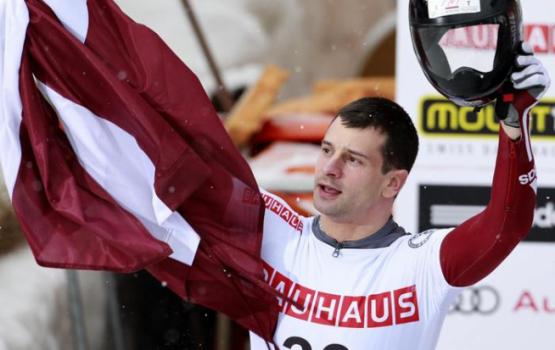 Martins Dukurs izcīna kārtējo uzvaru Pasaules kausa posmos skeletonā