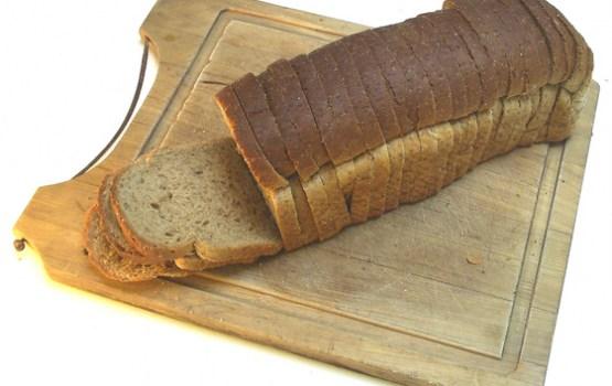 Jauna likuma dēļ daļā mazo veikalu trūkst svaigu preču, tostarp maize