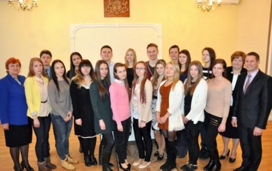 Apbalvo izcilākos Ludzas novada vidusskolēnus