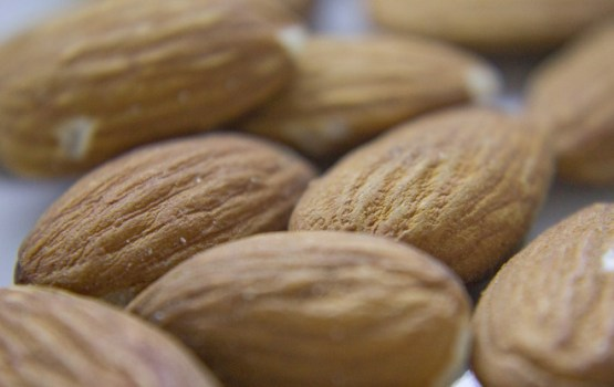 Pieci veselīgi iemesli, kādēļ jāēd mandeles
