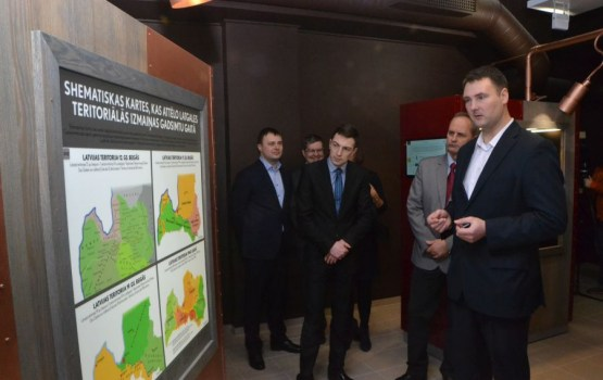 Domes deputāti apskatīja topošo Šmakovkas muzeja ekspozīciju