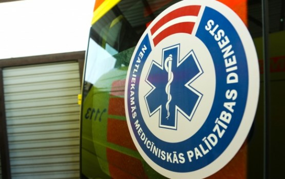 Slideno ielu dēļ NMPD mediķi slimnīcās nogādājuši 27 cilvēkus