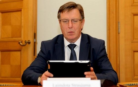 """Kučinskis ar abām rokām par """"Rail Baltica"""" projektu"""