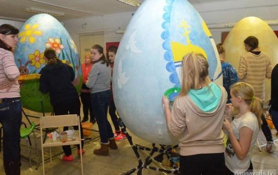 Saules skolā top Lieldienu olu galerijas krāšņās olas