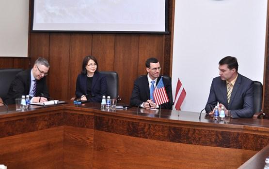 ASV vēstniecības pārstāvji apmeklēja Daugavpili