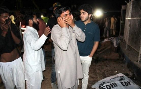 Pakistānā pašnāvnieks uzspridzinās parkā blakus bērnu rotaļlaukumam
