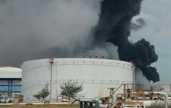 Milzīgā sprādzienā Meksikas naftas rūpnīcā iet bojā cilvēki