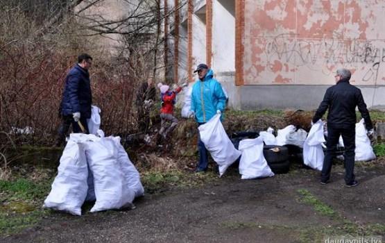 Lielajā talkā Daugavpilī savāca apmēram 5 tūkst. maisu ar atkritumiem