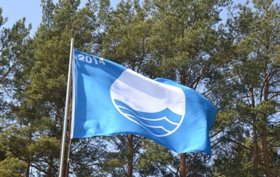 Zilais karogs šogad plīvos 17 Latvijas peldvietās un divās jahtu ostās