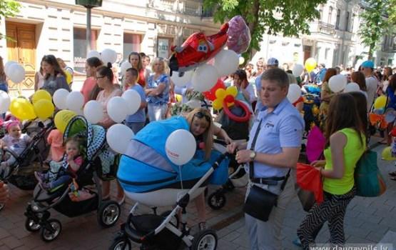 Ģimenes ar bērniem tiek aicinātas piedalīties pilsētas svētku gājienā