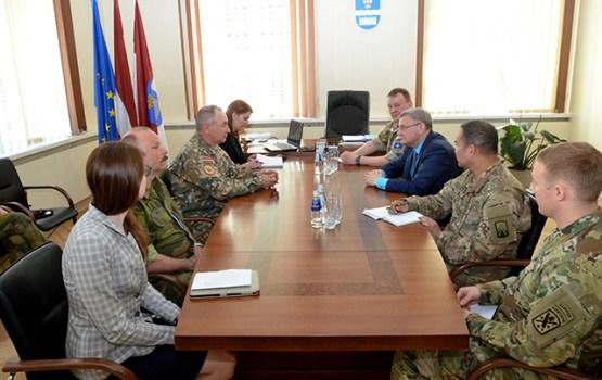 NATO spēku integrācijas vienība apmeklē Daugavpils pilsētas domi