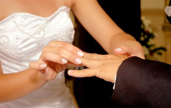 Saeima noraida iespēju laulību reģistrēt arī pie notāra