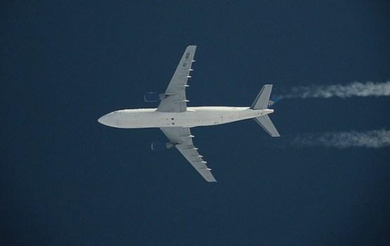 """Pazudusī """"EgyptAir"""" pasažieru lidmašīna nogāzusies Vidusjūrā"""