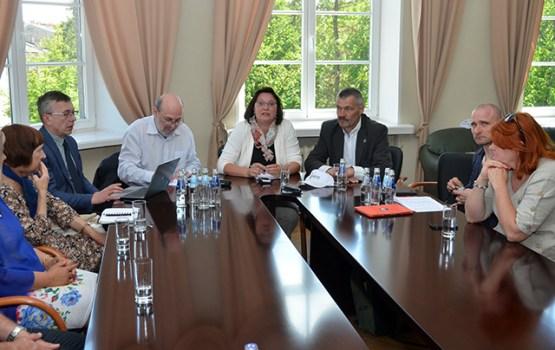 Saeimas Cilvēktiesību komisija Latgalē spriež par informatīvās telpas stiprināšanu pierobežā
