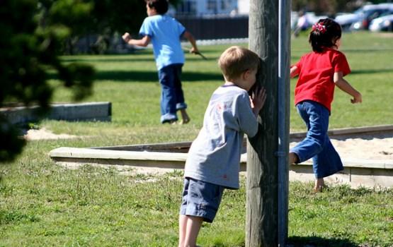 Paslēpes atzītas par visu laiku iemīļotāko pagalma spēli Latvijā