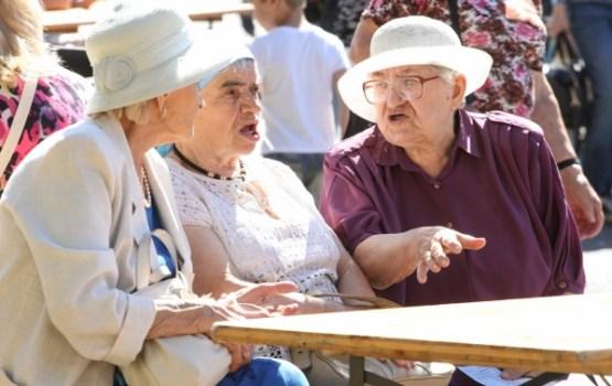 Vecuma pensijas vidējais apmērs Latvijā ir 288 eiro