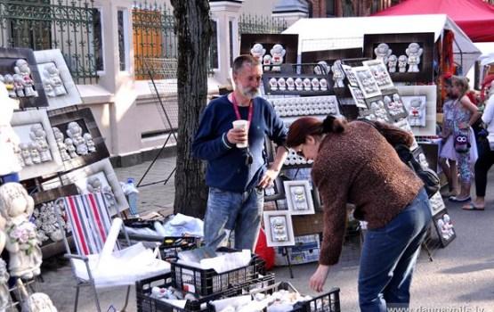 Pilsētā jau darbojas svētku tirgus, āra kafejnīcas un atrakcijas