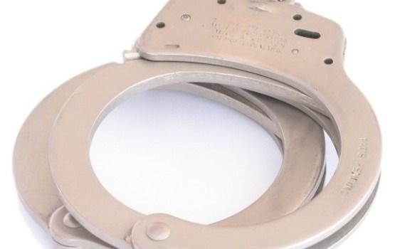 Par kukuļošanu aizturētas trīs policijas amatpersonas