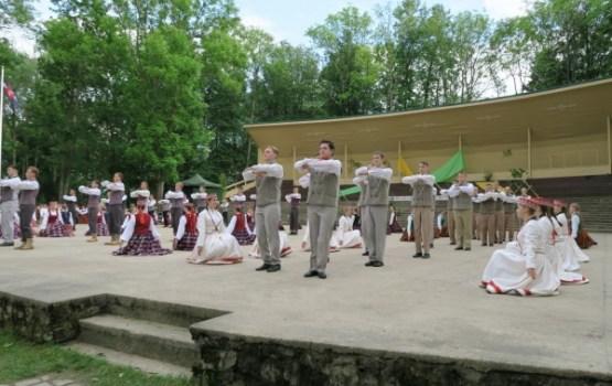 Izdejoti pirmie Latgales jauniešu deju svētki