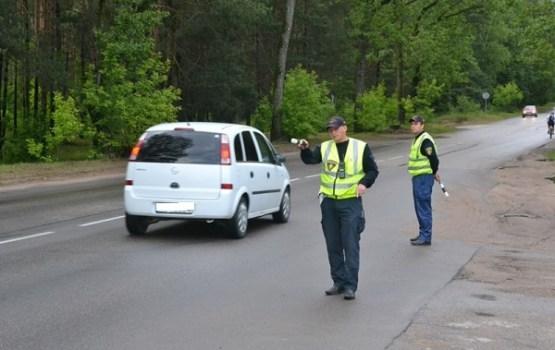 Svētku brīvdienu laikā policija pastiprināti uzraudzīs ceļu satiksmes drošību