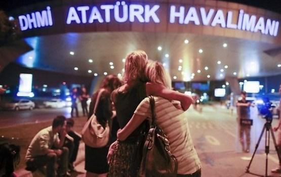 Trīs teroristi pašnāvnieki Stambulas lidostā nogalina 36 cilvēkus