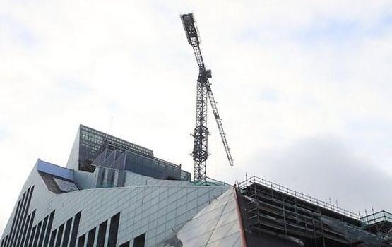 Gaismas pils fasādi un jumtu tīrīs par teju 10 tūkstošiem eiro
