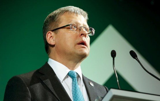 KNAB ar 200 eiro sodījis bijušo veselības ministru Belēviču