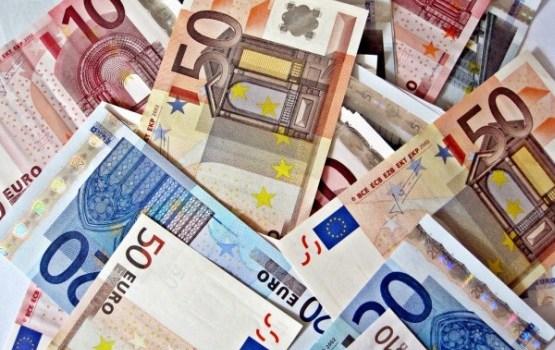 Latvijā pirmajā pusgadā atklāj apmēram 650 viltotu eiro naudas zīmju