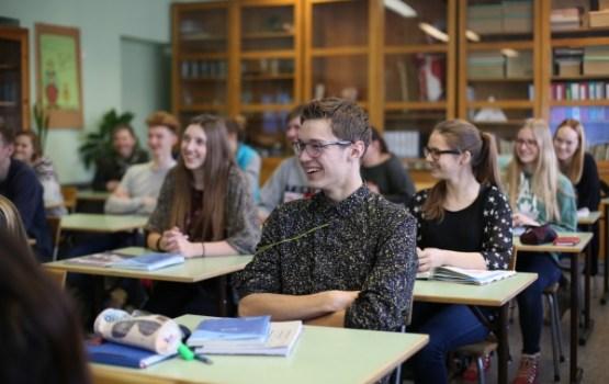 21 miljoni eiro jauniešu karjeras atbalsta pasākumu īstenošanai skolās