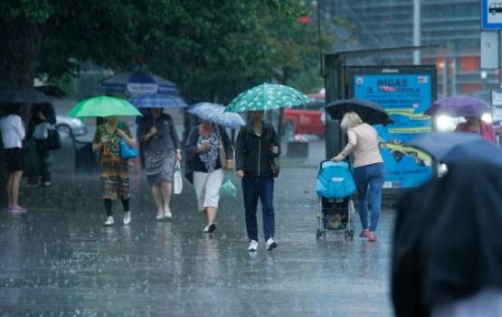 Trešdien turpināsies lietus, daudzviet līs stipri