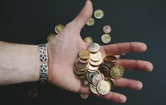 Koalīcija vienojas atbalstīt minimālās algas palielināšanu par 10 eiro