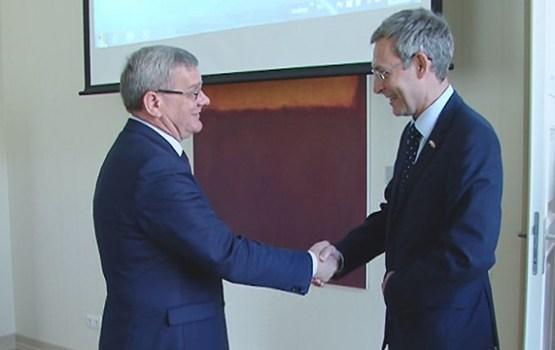Daugavpili apmeklēja Lielbritānijas vēstniecības vadītājs Tims Kollijs