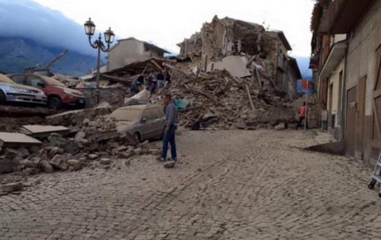 Bojāgājušo skaits zemestrīcē Itālijas vidienē pieaug līdz 247
