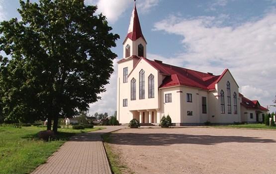 Pie Daugavpils Jēzus Sirds Romas katoļu baznīcas ierīkos autostāvvietu
