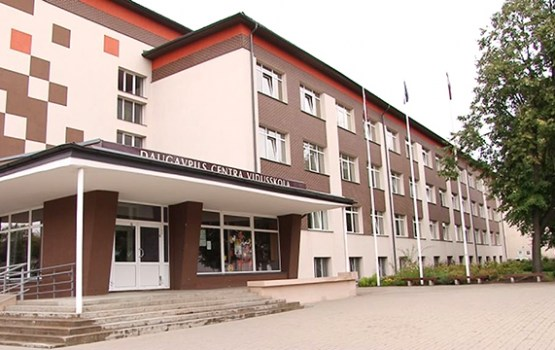 Deputātus informēja par izglītības iestāžu gatavību jaunajam mācību gadam