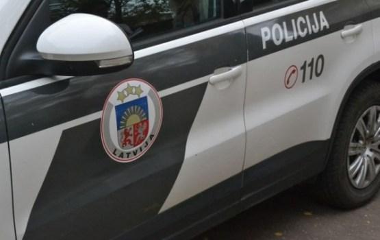 Vīrietis Rīgā noslepkavo draudzeni un viņas piecgadīgo dēlu