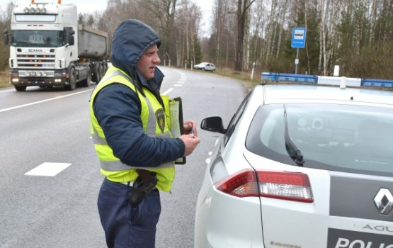 Piektdien uz Latvijas ceļiem pieķerti desmit iereibuši autovadītāji