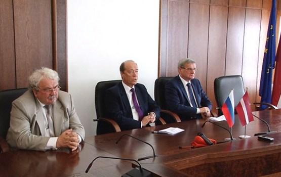 Daugavpili darba vizītē apmeklēja Krievijas vēstnieks A. Vešņakovs